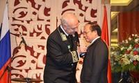 Bộ trưởng Bộ Văn hóa, Thể thao và Du lịch nhận Huân chương Hữu nghị Liên bang Nga