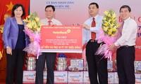 Phó Chủ tịch Quốc hội Nguyễn Thị Kim Ngân dự lễ bàn giao nhà cho hộ nghèo ở Bến Tre