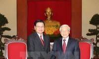 Генсек ЦК КПВ Нгуен Фу Чонг принял премьера Лаоса Тхонглуна Сисулита