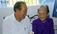 Вице-премьер Чыонг Хоа Бинь совершил рабочую поездку в провинцию Шокчанг