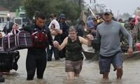 В Хьюстоне объявили комендантский час из-за наводнения