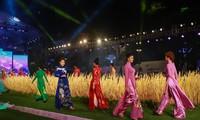 Вьетнамские дизайнеры прилагают усилия для рекламирования национального костюма аозай