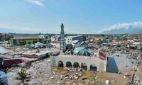 Цунами разрушило индонезийский прибрежный город