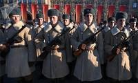 В РФ отмечается 77-я годовщина военного парада 7 ноября 1941 года