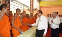 Нгуен Суан Фук поздравил учащихся Кхмерской буддийской академии Тхеравада с праздником «Чол Чнам Тхмай»