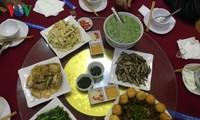Блюда из рыбы на ручье «Так» в уезде Фуиен провинции Шонла