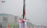 Жители всей страны выражают соболезнования в связи с кончиной бывшего президента Ле Дык Аня