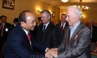 Нгуен Суан Фук встретился с представителями Общества российско-вьетнамской дружбы и Ассоциации ветеранов войны во Вьетнаме