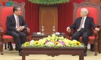 Sekjen KS PKV Nguyen Phu Trong menerima Menlu Tiongkok, Wang Yi