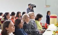 Tong Thi Phong und Leiterinnen ausländischer Vertretungen besuchen Provinz Hoa Binh