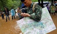 Menyelamatkan tim sepak bola anak-anak Thailand: Berupaya menjamin hubungan dengan pasukan pertolongan dalam gua Tham Luang