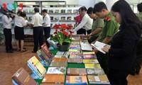 Menyosialisasikan dan melestarikan nilai budaya dari etnis-etnis Vietnam