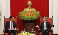 Kepala Departemen Ekonomi KS PKV, Nguyen Van Binh menerima pimpinan grup-grup  Facebook, Apple, Coca Cola