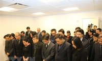 Perwakilan Tetap Vietnam di PBB dan banyak kantor perwakilan Vietnam di luar negeri  membuka buku perkabungan dan mengadakan upacara melayat Presiden Tran Dai Quang