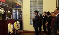Upacara berziarah untuk mantan Sekjen KS PKV Do Muoi di Kedubes-Kedubes Vietnam di luar negeri