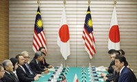 PM Jepang melakukan pembicaraan dengan timpalannya dari Malaysia
