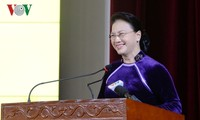 Ketua MN Vietnam, Nguyen Thi Kim Ngan menghadiri acara peringatan Hari Guru Vietnam di Akademi Keuangan