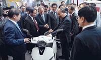 PM Vietnam, Nguyen Xuan Phuc menghadiri acara pencanangan Barang Vietnam menaklukkan orang Vietnam
