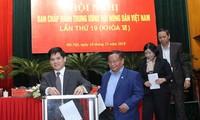Hari kerja pertama Kongres Nasional VII Asosiasi Petani Vietnam