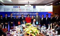 ADB dan BIDV menandatangani kontrak sebesar 300 juta USD untuk membantu badan usaha kecil dan menengah Vietnam