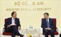 Sekretaris Negara Kemlu Kerajaan  Bersatu Britania Raya dan Irlandia Utara, Mark Field berkunjung di Vietnam