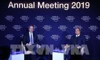 PM Vietnam, Nguyen Xuan Phuc melakukan dialog dengan Ketua WEF tentang tema  Vietnam dan dunia