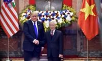Sekjen, Presiden Vietnam, Nguyen Phu Trong mengadakan pembicaraan dengan Presiden AS, Donald Trump