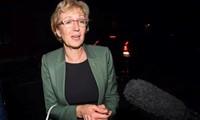 Inggris: Pimpinan Majelis Rendah meletakkan jabatan