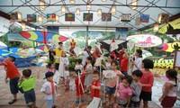 """Aktivitas-aktivitas musim panas """"Calon ujian cilik: Mamasang sayap pada  impian"""" di Danau Van – Van Mieu Quoc Tu Giam"""