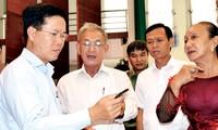 Rombongan-rombongan anggota MN melakukan kontak dengan pemilih di daerah-daerah