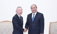 PM Nguyen Xuan Phuc menerima Presiden Grup Fast Retailing, Jepang