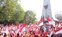 Berbagai cara pengibaran bendera sambut HUT Hari Kemerdekaan RI ke-74