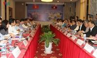 Memperkuat kerjasama dalam mengembangkan industri dan perdagangan antara dua negara Vietnam-Laos