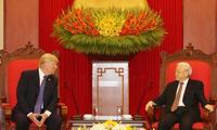 Nguyen Phu Trong reçoit Donald Trump