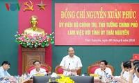 Le PM travaille avec des principaux responsables de Thai Nguyên