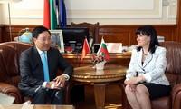 Activités de Pham Binh Minh en Bulgarie