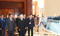 Vietnamese, Lao leaders vow to boost special ties
