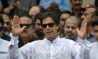 Pakistan election: Imran Khan makes promises after victory