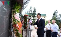 President visits Hung Yen on Martyrs' Day