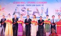 Pembukaan Pekan Raya dan Pameran Internasional ASEAN 2018 di Kota Ho Chi Minh