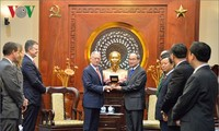 Sekretaris Komite Partai KomunisKota Ho Chi Minh, Nguyen Thien Nhan menerima Menteri Pertahanan AS, James Mattis