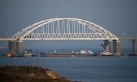 Rusia membuka kembali Selat Kerch di dekat Krimea