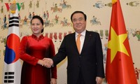 Ketua Parlemen Republik Korea, Moon Hee Sang melakukan pembicaraan dengan Ketua MN Vietnam, Nguyen Thi Kim Ngan
