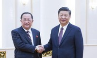 Media RDRK memberitakan tentang pertemuan Menlu Ri Yong-ho dengan Presiden Tiongkok, Xi Jinping