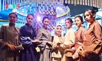 """Warna-warni Indonesia : Fesyen dan Kecantikan"""