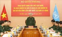 Menambahkan seorang perwira Viet Nam melakukan tugas menjaga perdamaian di Sudan Selatan
