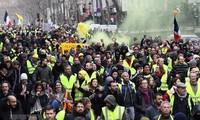 """Perancis mengerahkan serdadu untuk membela basis-basis publik menghadapi demonstrasi-demonstrasi kekuatan """"rompi kuning"""""""