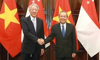 Deputi Harian PM Vietnam, Truong Hoa Binh melakukan pembicaraan dengan Deputi PM, Menteri Koordinator Keamanan Nasional Singapura, Xiao Zhixian