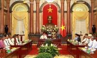 Wakil Presiden Vietnam, Dang Thi Ngoc Thinh menerima delegasi orang-orang yang berjasa dari Provinsi Tra Vinh