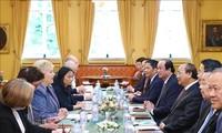 PM Nguyen Xuan Phuc melakukan pembicaraan dengan PM Norwegia